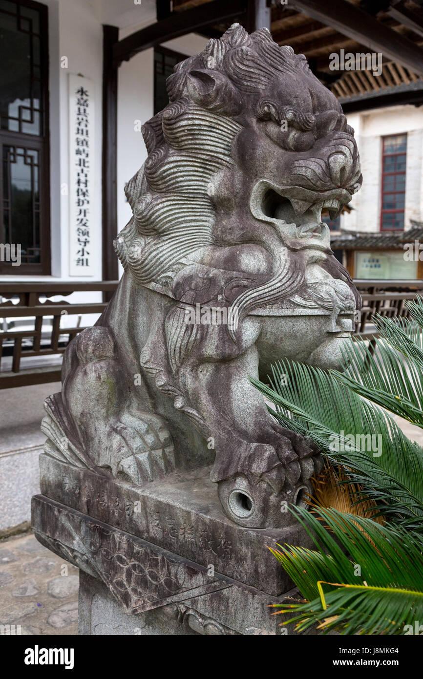 Yubei, Zhejiang, China.  Guardian Lion (Shi, or Foo Dog) Guarding Entry to a Building. - Stock Image