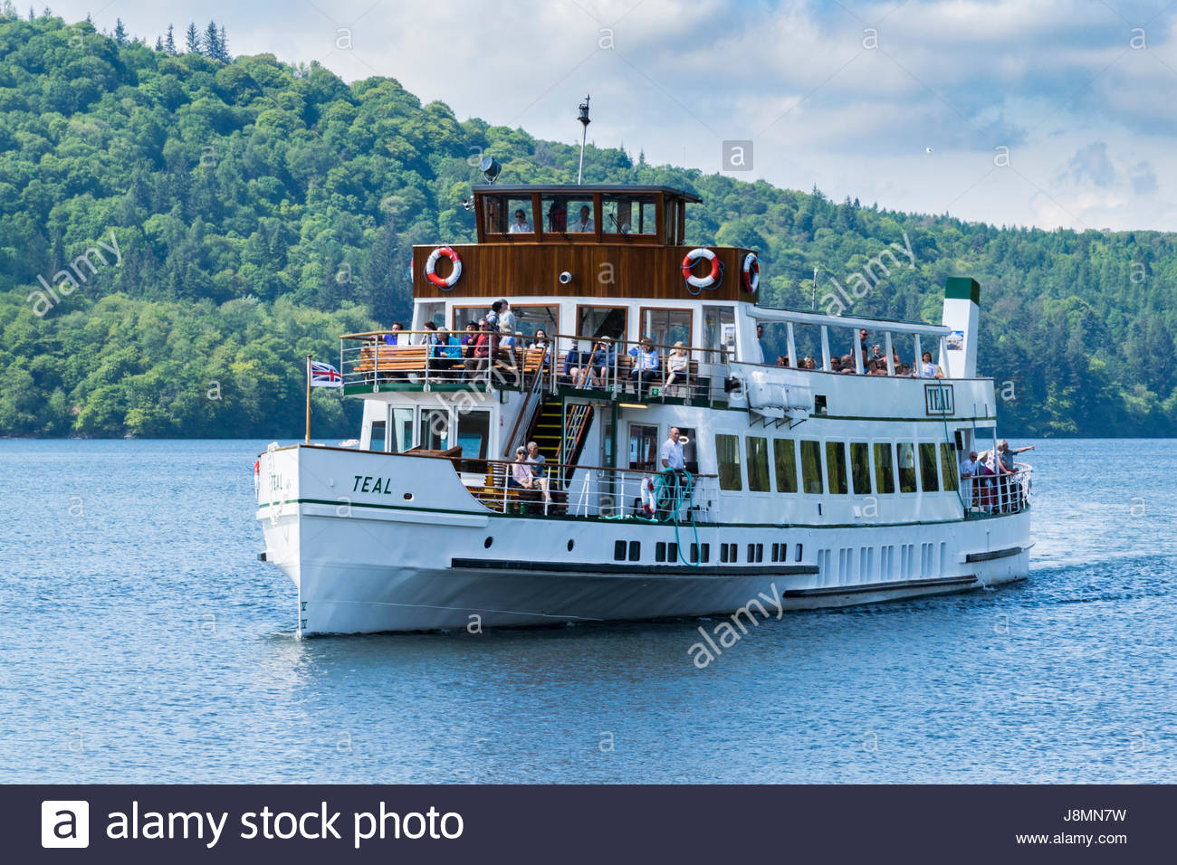 The passenger steamer (boat), Teal, heads into the pier at Bowness on Lake Windermere - Stock Image