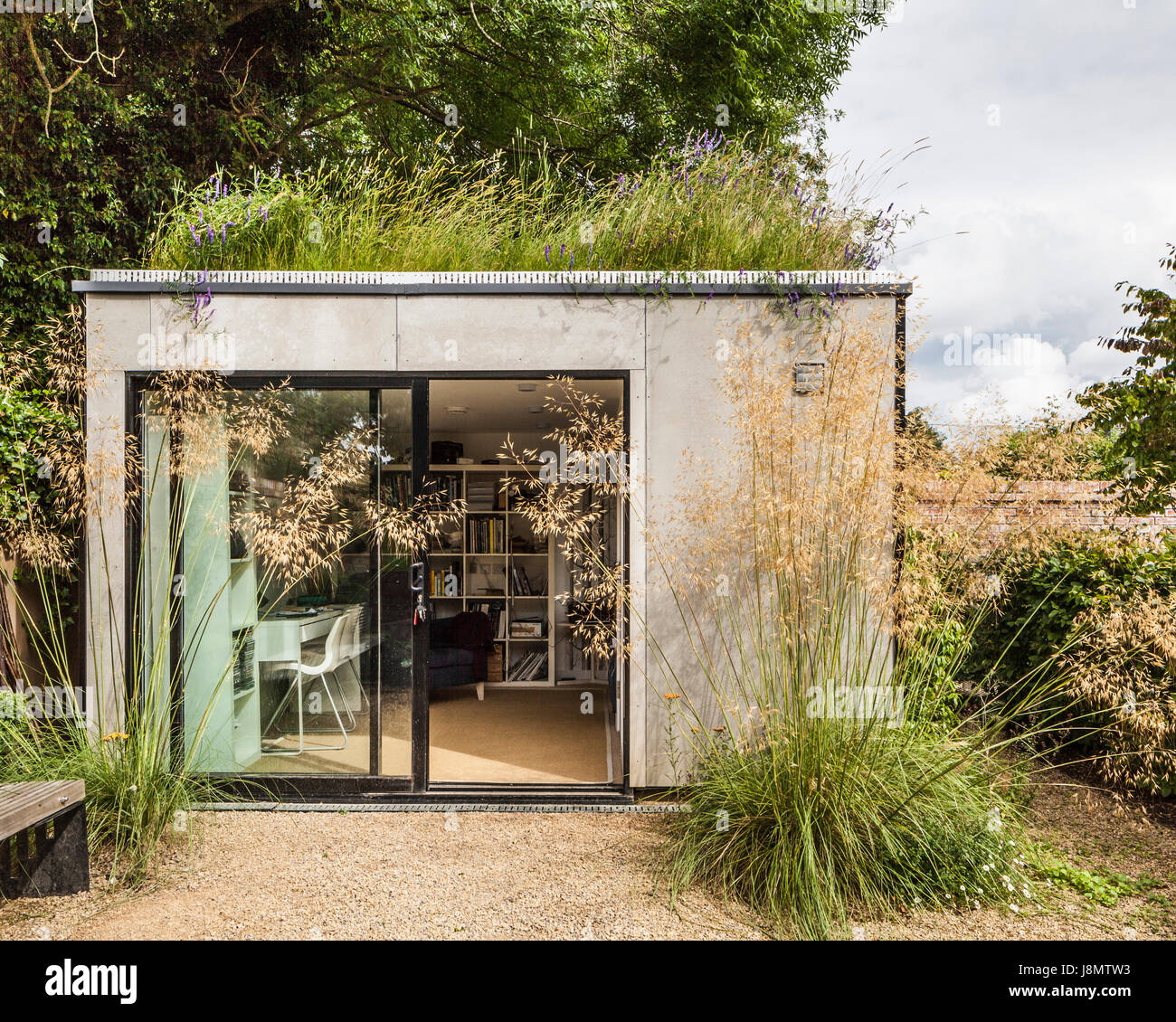 office garden shed. Garden Shed - Office. Elmthorpe Road, Oxford, United Kingdom. Architect: Waind Gohil + Potter Architects, 2014. Office S