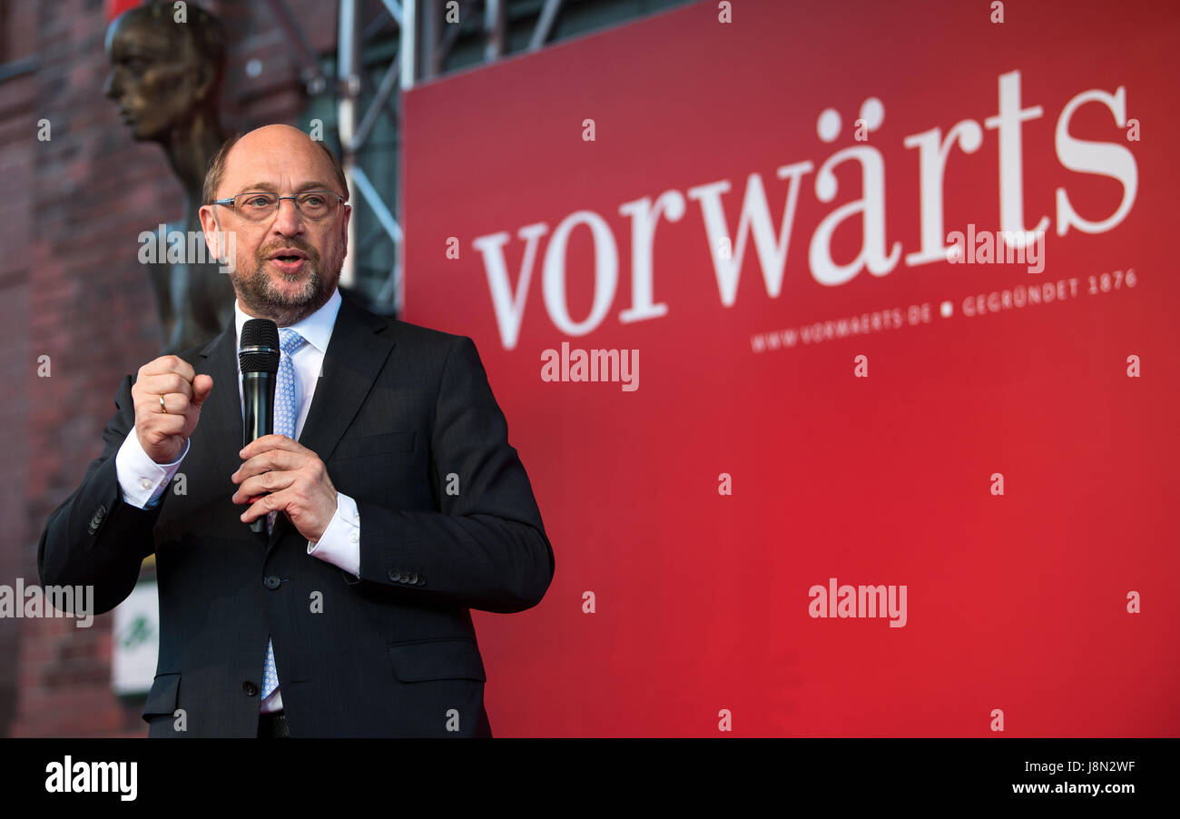 """Berlin, Germany. 29th May, 2017. Martin Schulz, SPD party leader, speaking at a party of SPD magazine """"Vorwaerts"""" Stock Photo"""