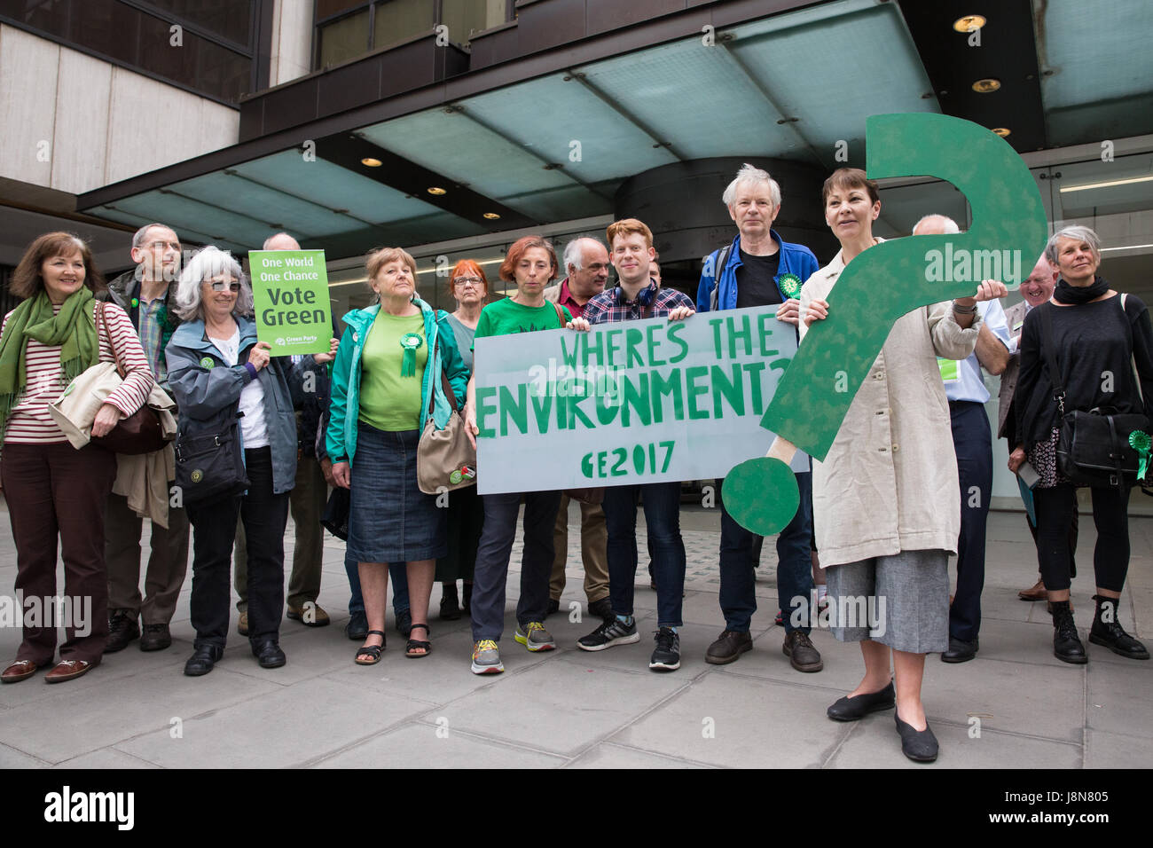 London, UK. 30th May, 2017. Caroline Lucas, co-leader of the Green Party, visits the Labour Party headquarters with - Stock Image
