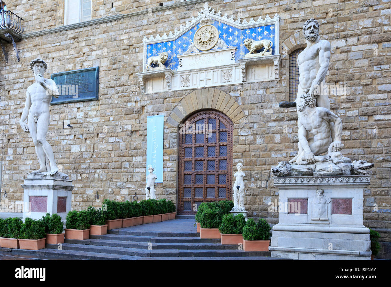 Palazzo Vecchio entrance with frontispiece and statues, Florence, Tuscany, Italy, Europe. - Stock Image