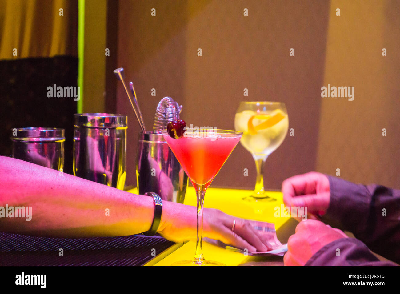 Paying for Cosmopolitan  and gin and tonic cocktails at Urban Cocktail Club bar, Oviedo Asturias Spain - Stock Image