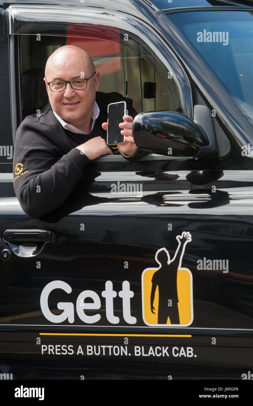 WWW IANGEORGESONPHOTOGRAPHY CO UK Picture: Gett Taxi app and