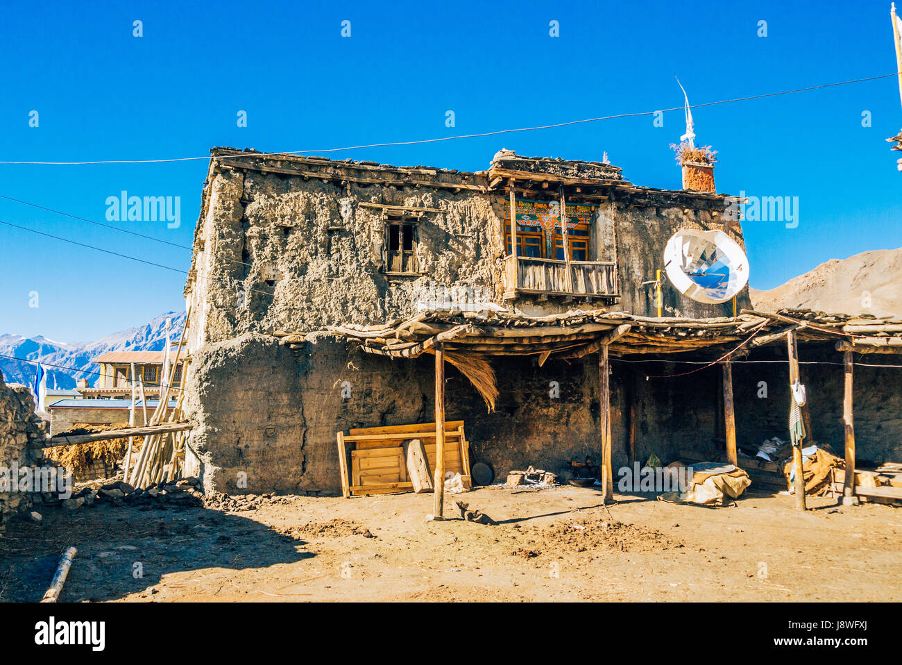 Traditional village house made of mud in the remote Himalayan mountains of Nepal. - Stock Image