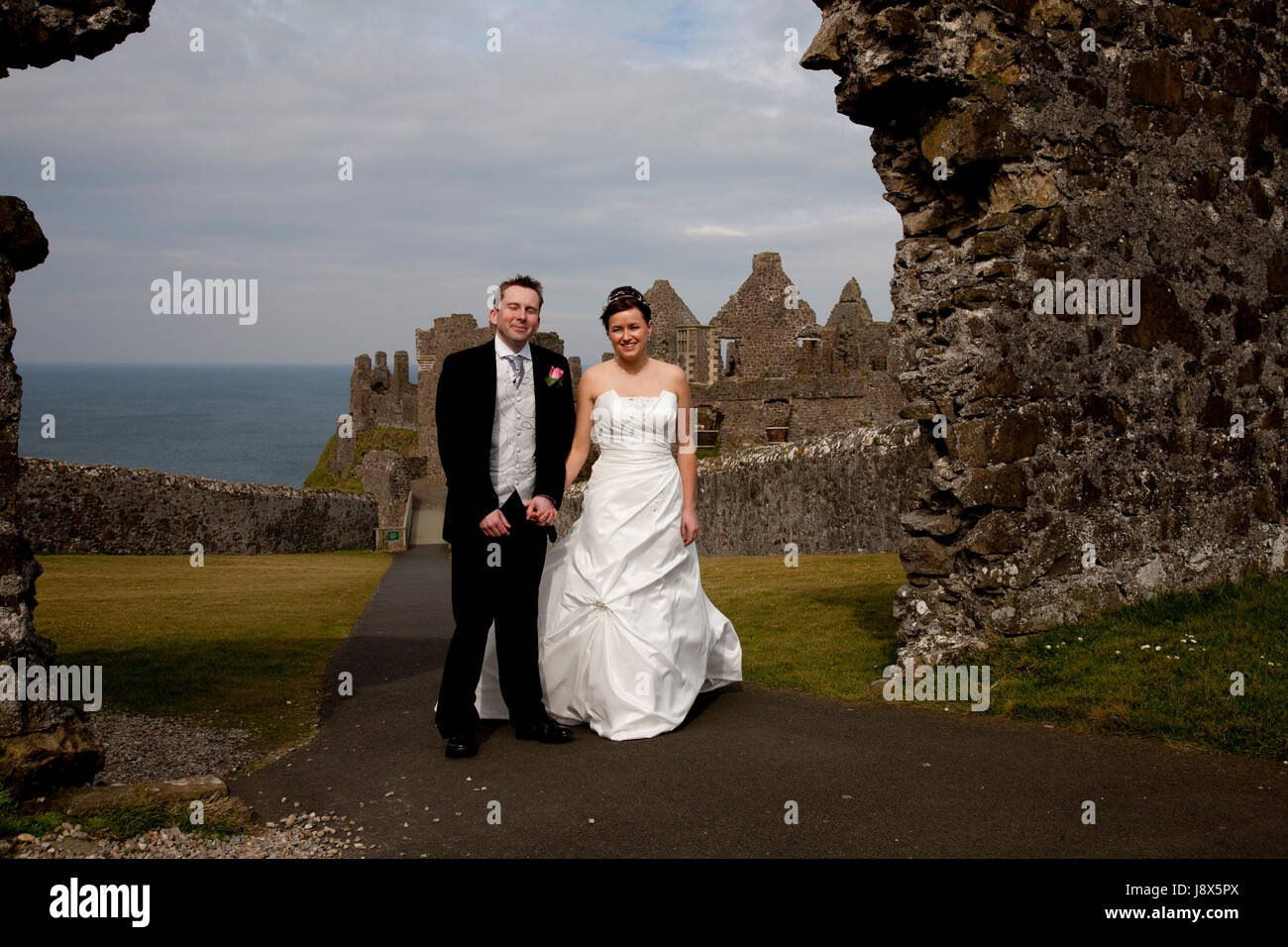 Wedding photograph at Dunluce Castle, N Ireland - Stock Image