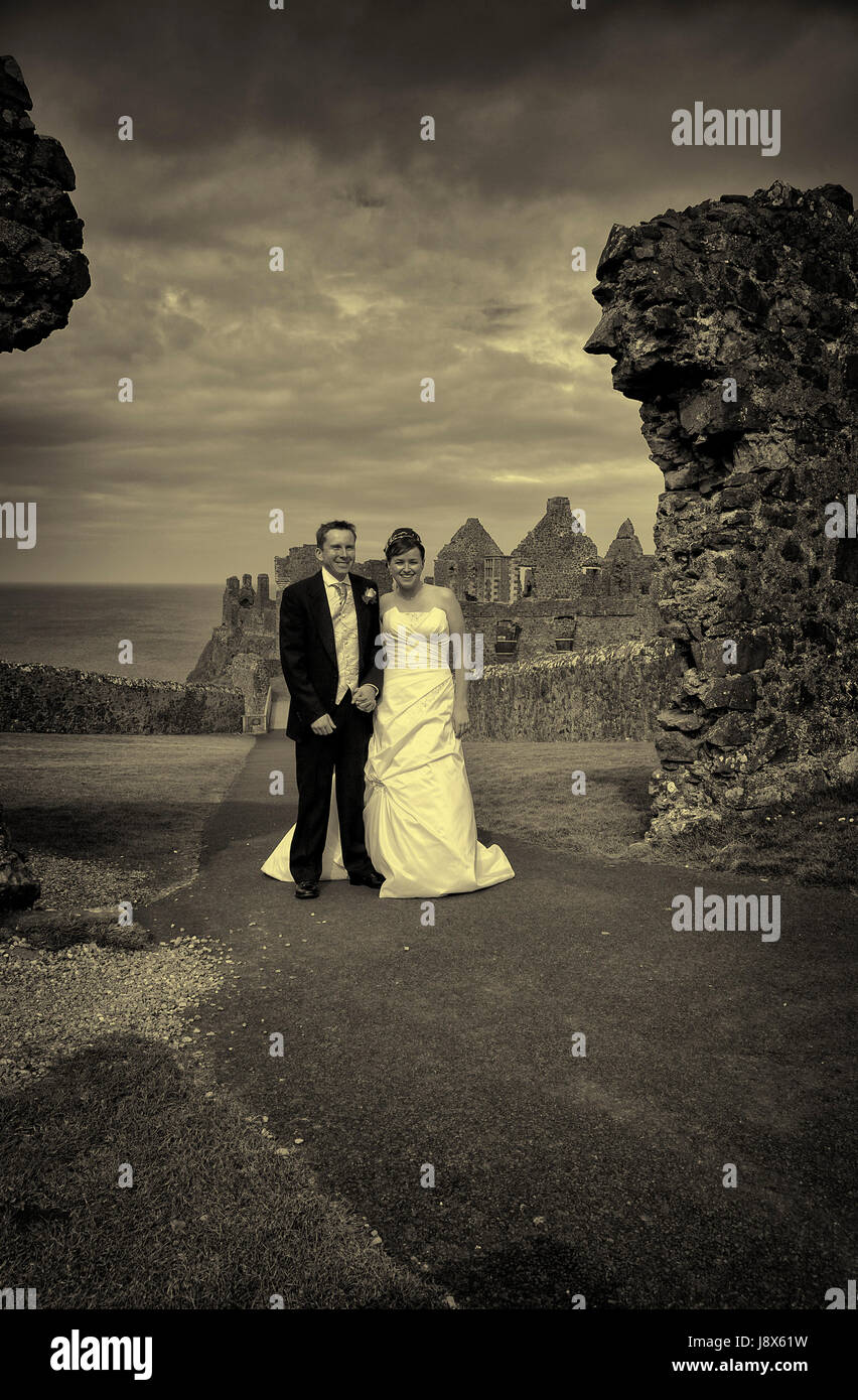 Wedding photographs at Dunluce Castle in N Ireland - Stock Image