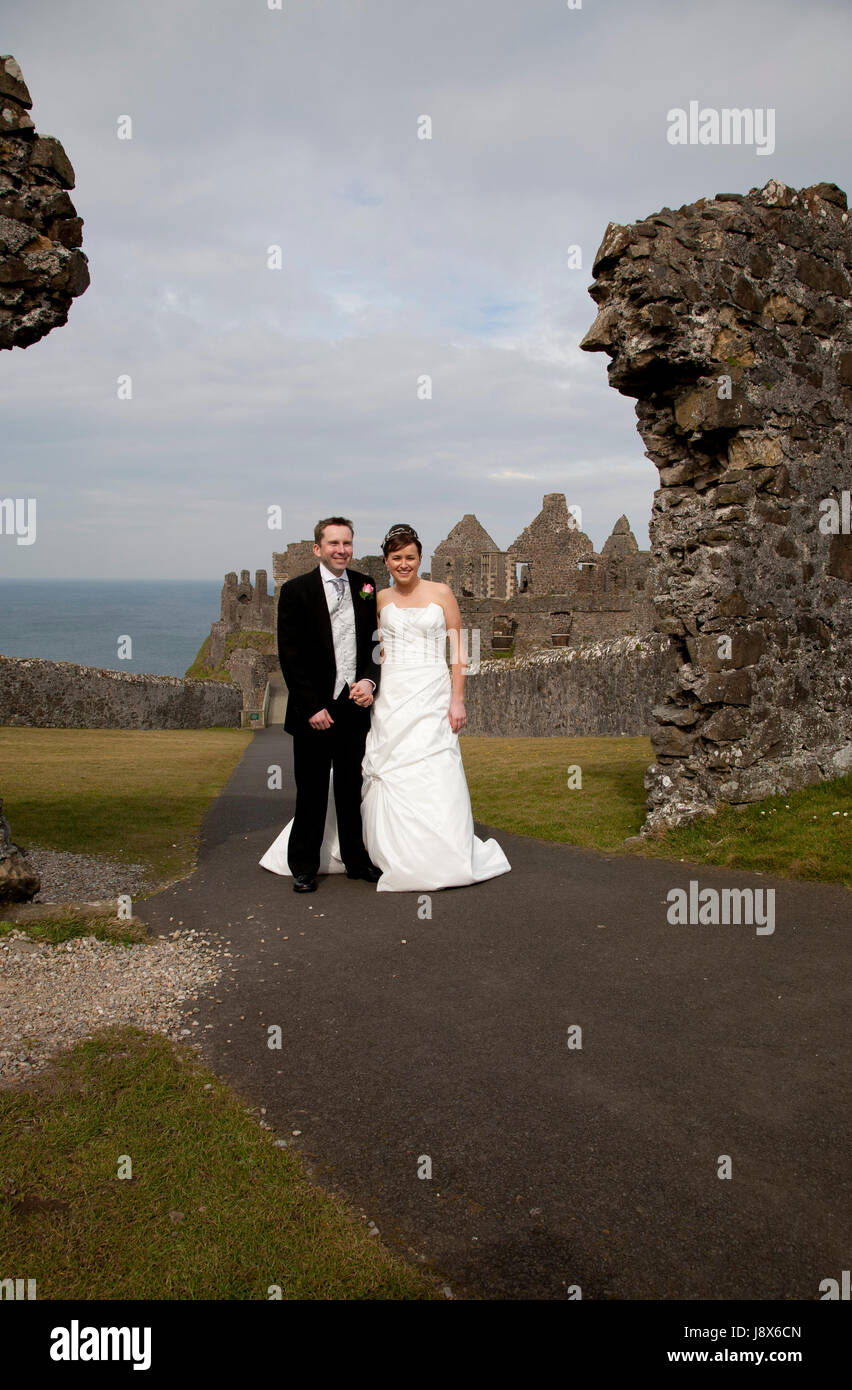 Just Married, photographs at Dunluce Castle in N Ireland - Stock Image