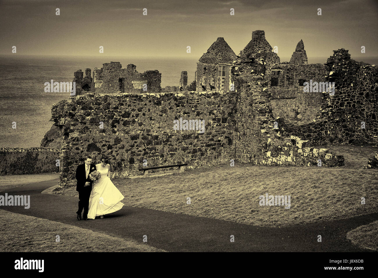 Wedding at Dunluce Castle N Ireland - Stock Image