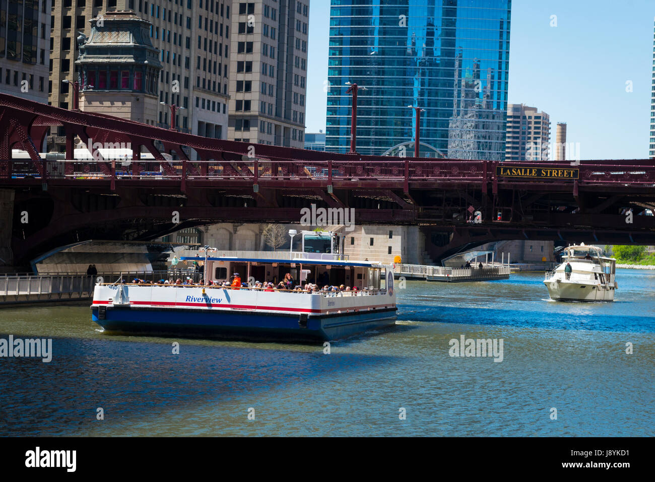 View Chicago River Illinois Near North Side Marina City skyscrapers reflection reflective glass mirror modern contemporary - Stock Image
