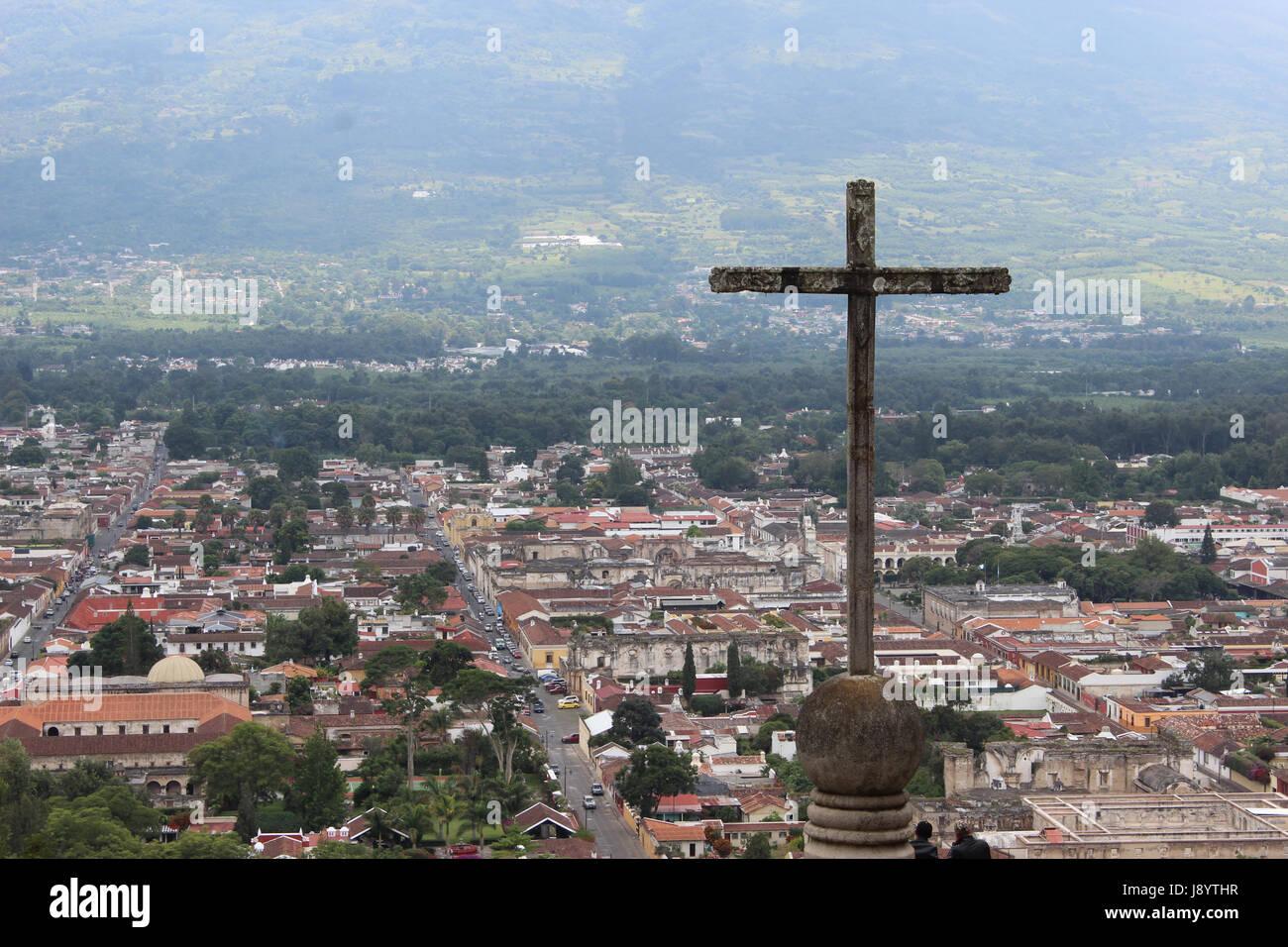 Antigua Guatemala vista desde El Cerro de la Cruz, importante ciudad colonial de latino américa, patrimonio cultural Stock Photo