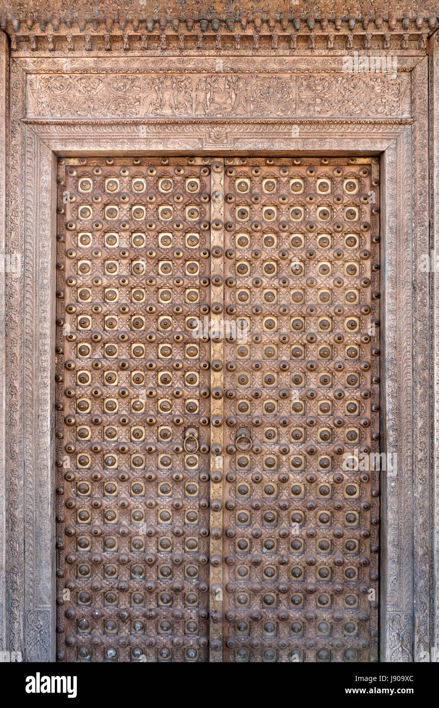 Ornate antique Rajasthani haveli door from Rajasthan, India Stock Photo