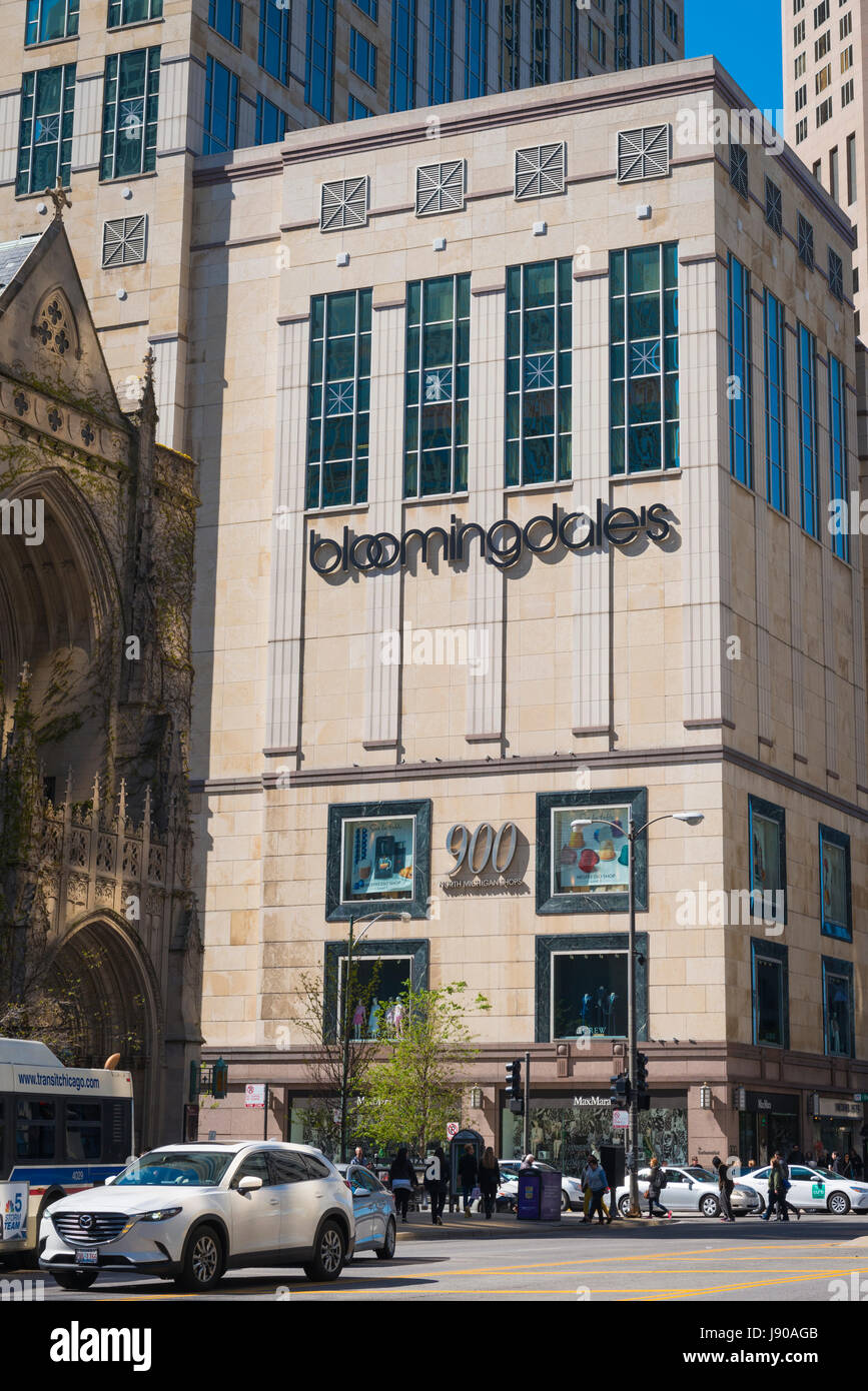 Chicago Illinois Near North Side Magnificent Mile 900 N Michigan Avenue street scene Bloomingdales department store - Stock Image