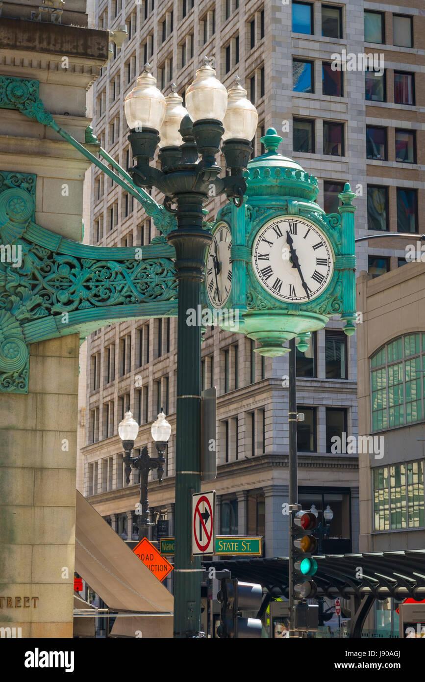 Chicago Illinois State Street & Washington Street street scene street corner wall mounted clocks green skyscrapers - Stock Image