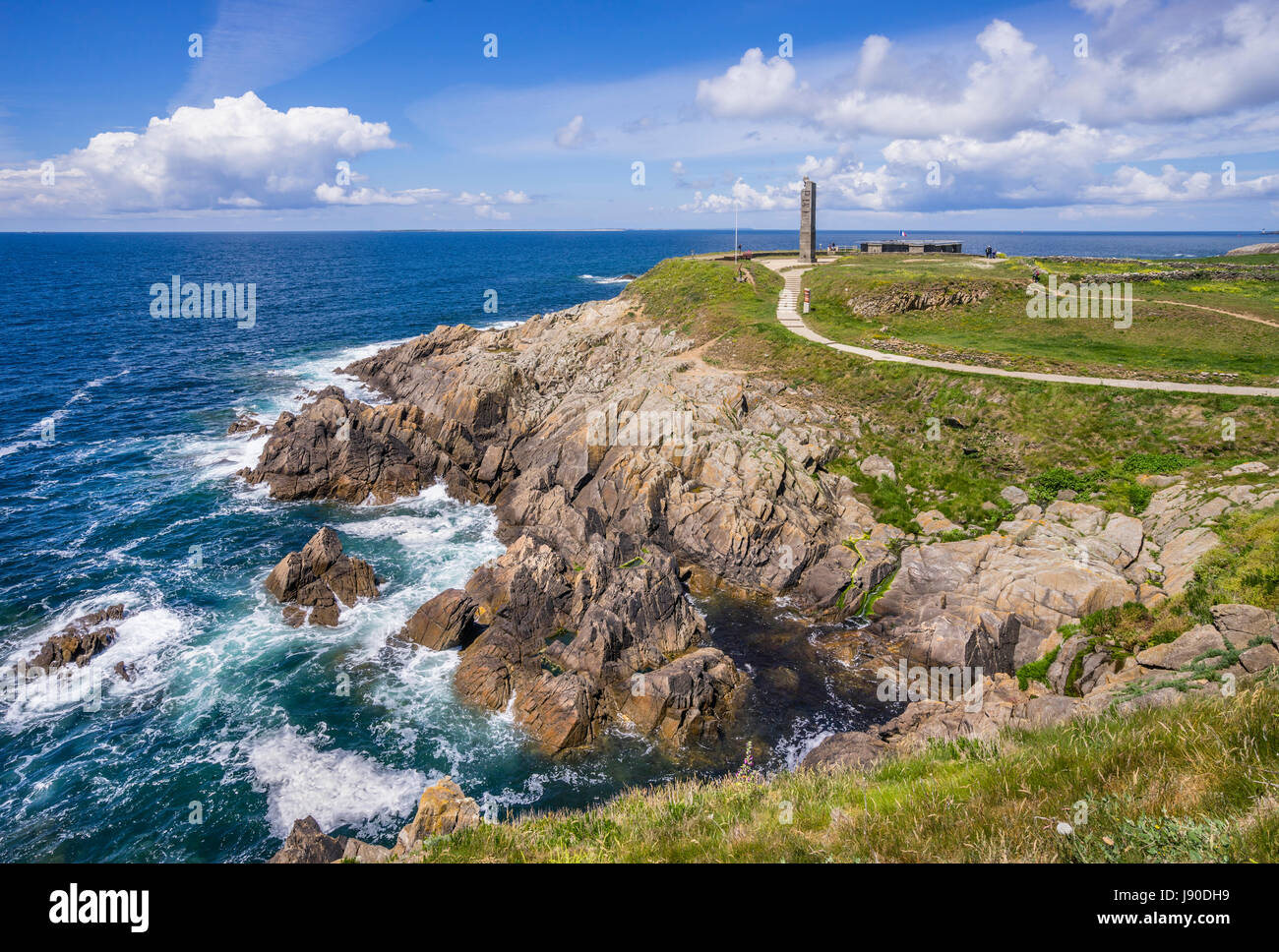 France, Brittany, Finistére department, Pointe Sant-Mathieu, view of the cenotaph stela, a memorial to sailors - Stock Image