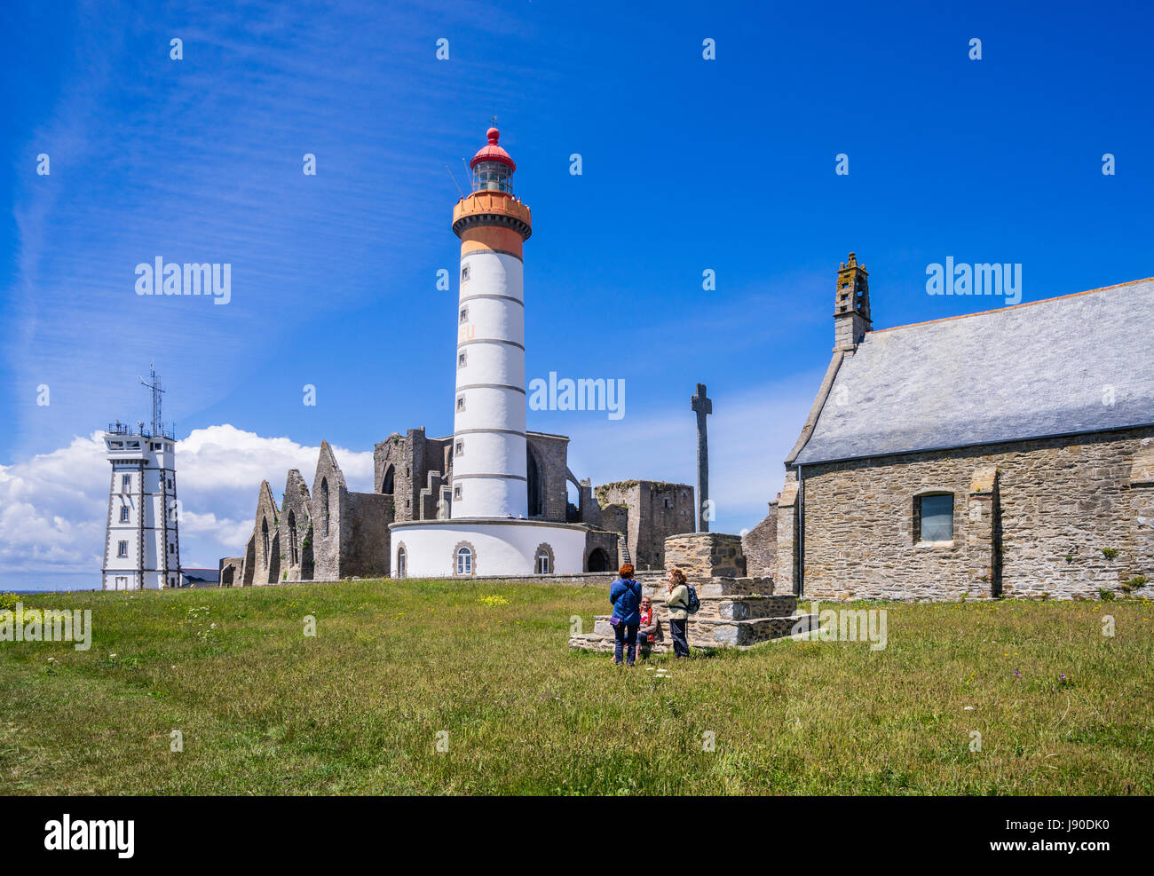 France, Brittany, Finistére department, Pointe Sant-Mathieu, view of the sémaphore signal station, the ruins of Stock Photo