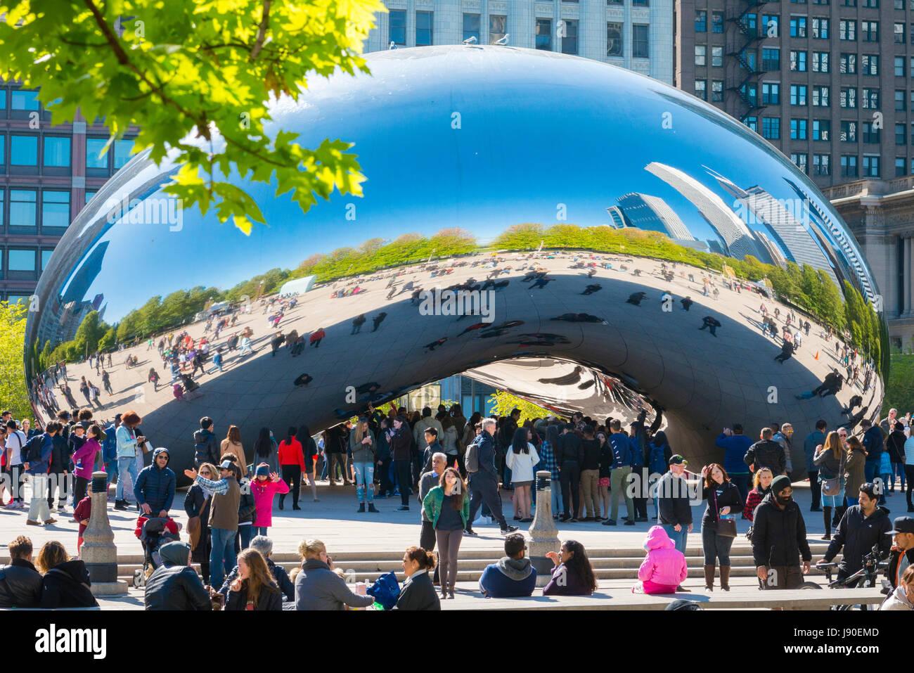 Chicago Illinois AT&T Plaza Millennium Park Cloud Gate The Bean sculpture British Sculptor Anish Kapoor polished - Stock Image