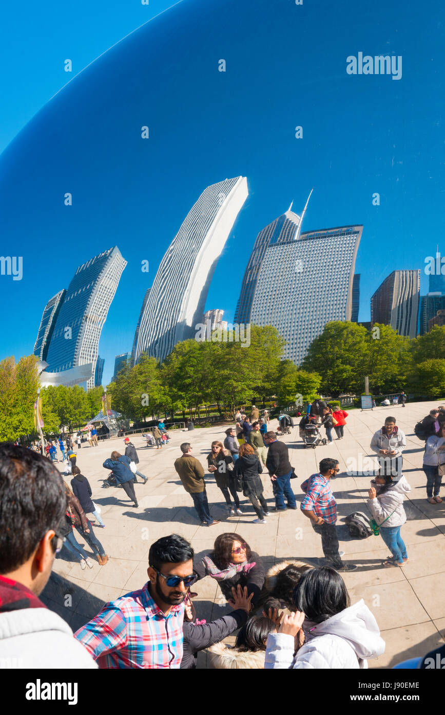 Chicago Illinois AT&T Plaza Millennium Park Cloud Gate The Bean sculpture British Sculptor Anish Kapoor polished - Stock Image