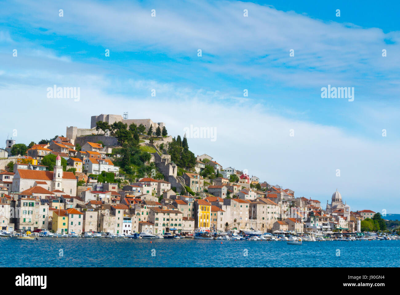 St Michaels fortress on top of hill, Dolac neighbourhood, Sibenik, Dalmatia, Croatia - Stock Image
