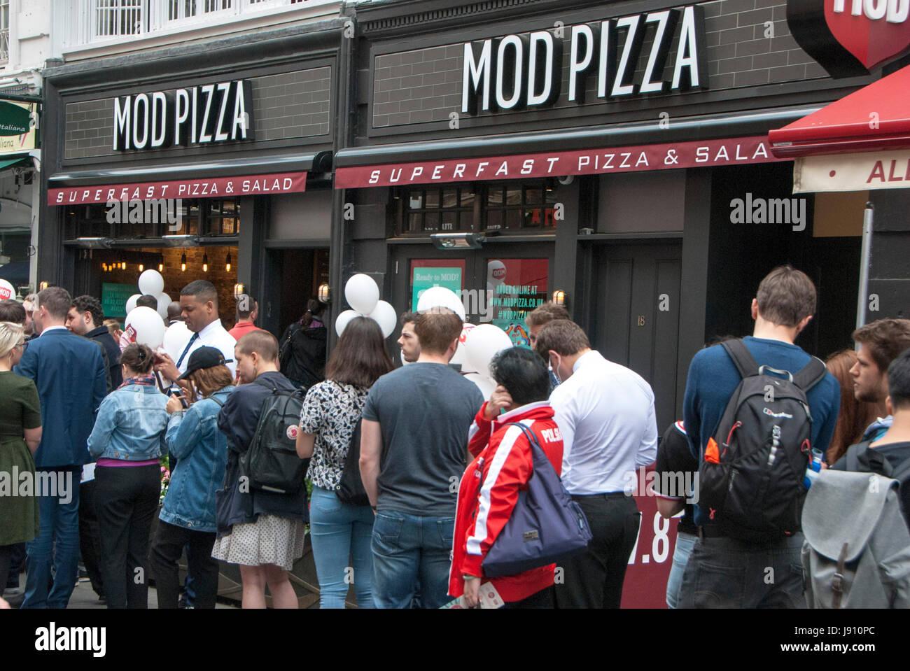 Mod Pizza Stock Photos Mod Pizza Stock Images Alamy