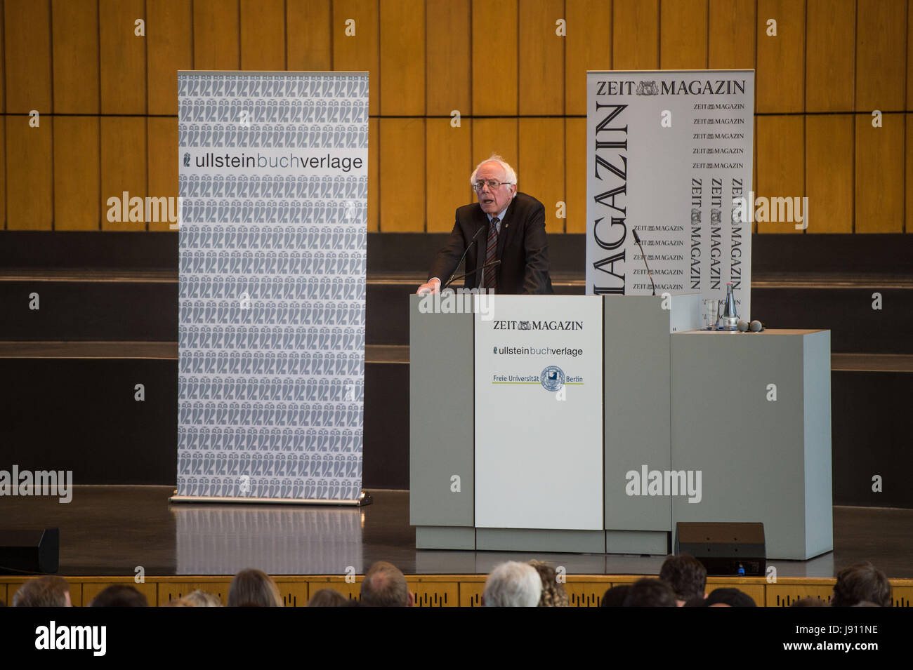 Berlin, Germany. 31st May, 2017. US politician and former presidential candidate Bernie Sanders speaks at the Herny - Stock Image