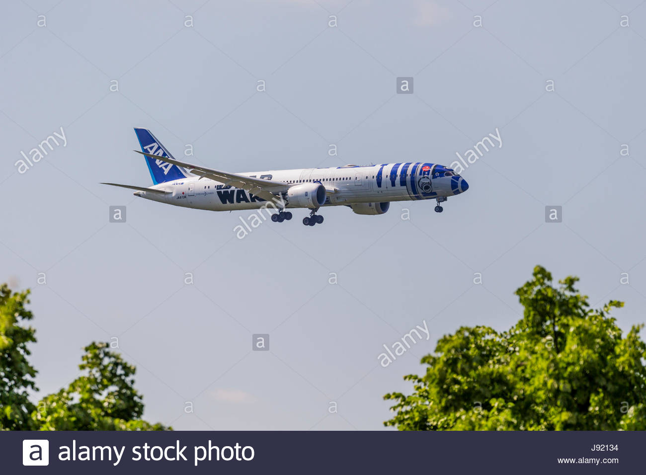 ANA Boeing 787-9 Dreamliner Starwars character R2-D2 livery long-haul jet airliner approaching Duesseldorf airport - Stock Image