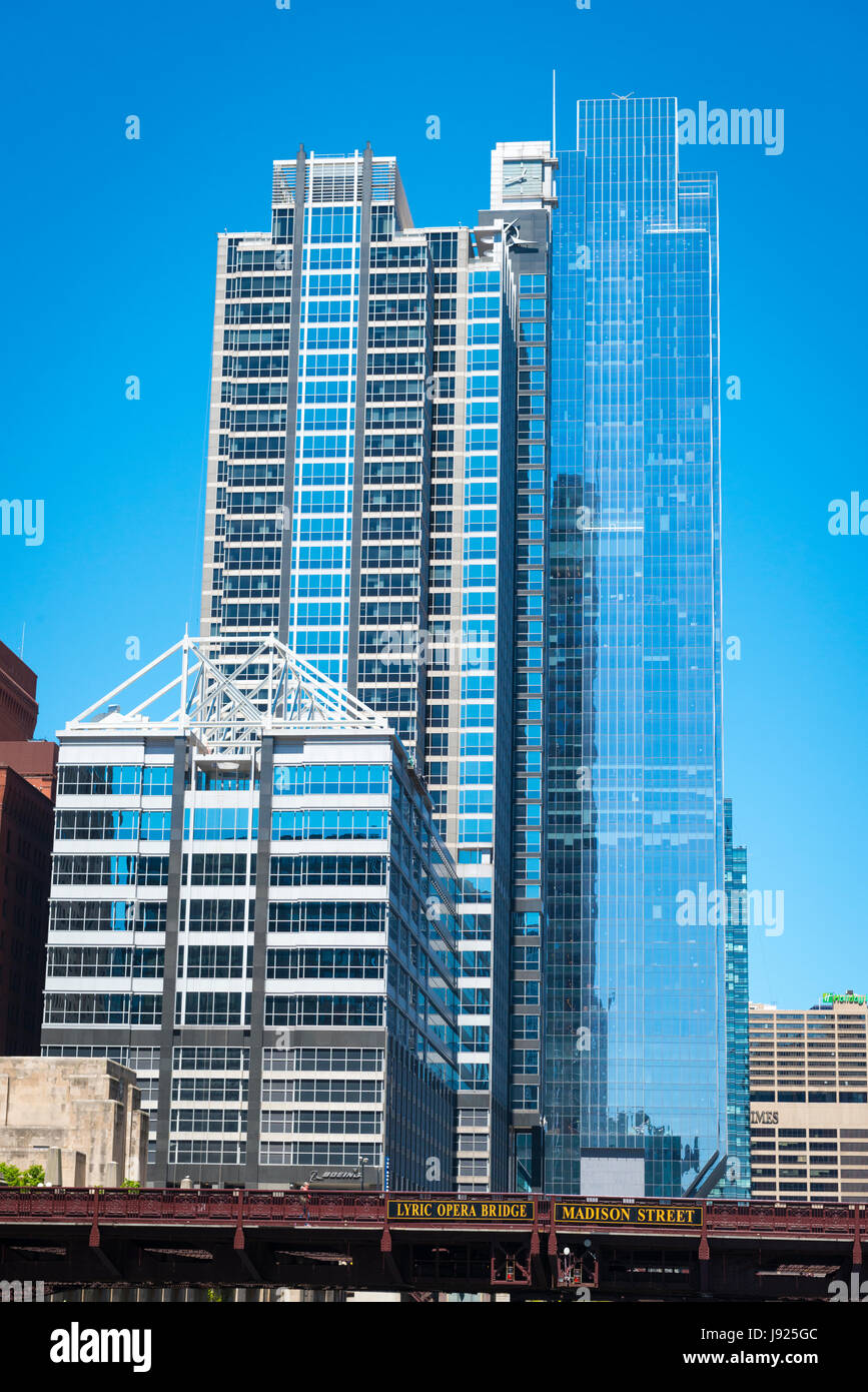 Chicago Illinois Near West Side Boeing World HQ 150 North Riverside Drive Chicago Sun Times buildings Lyric Opera - Stock Image