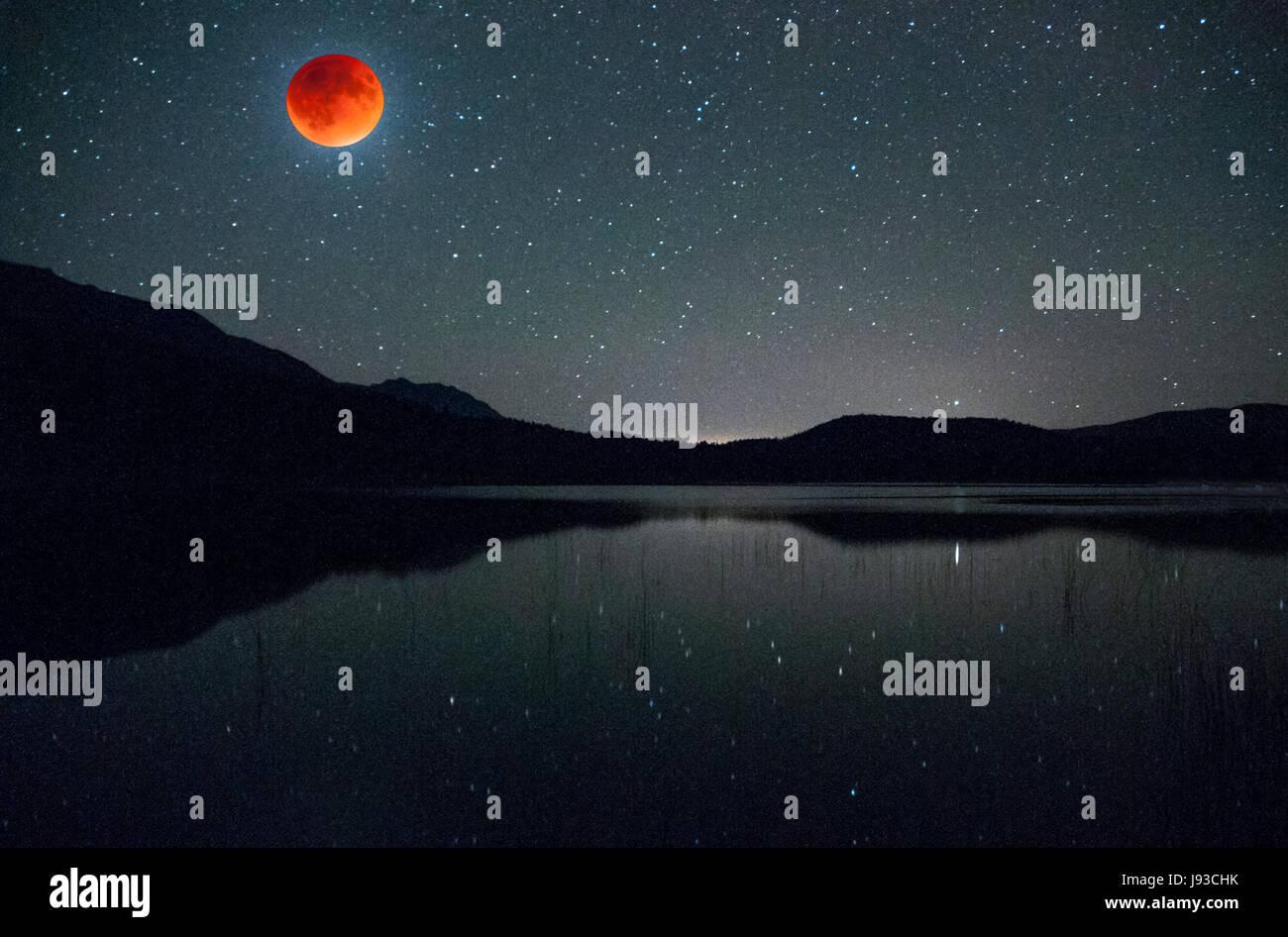 North America; United States;Montana; Murphy Lake; Celestial phenomena; Full Moon; 'Blood Moon-2015'; Eclipse. - Stock Image