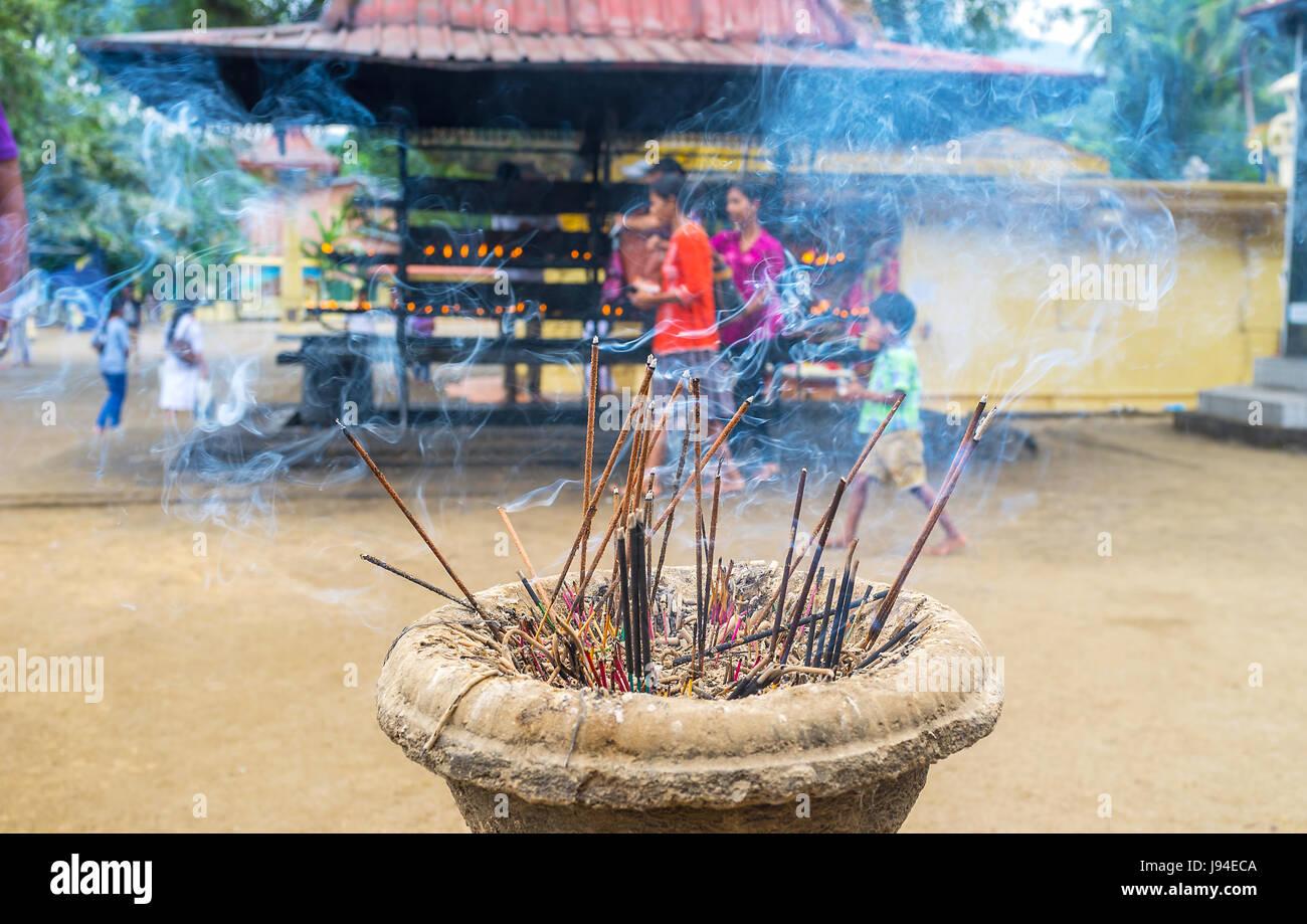 PERADENIYA, SRI LANKA - NOVEMBER 28, 2016: Worshipers in buddhism burn aroma sticks in during praying, on November - Stock Image