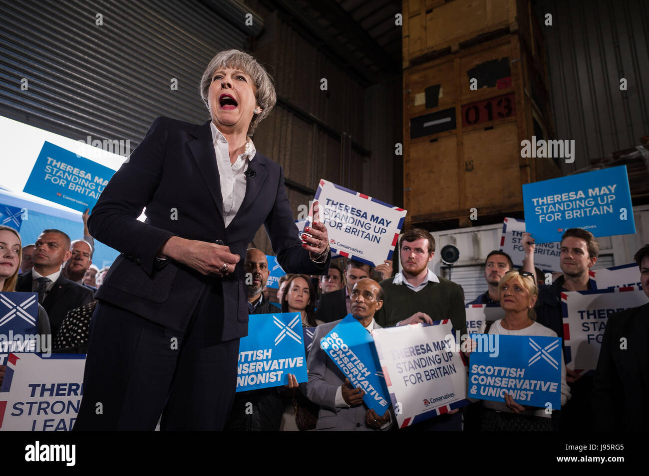 Edinburgh, UK. 05th June, 2017. Theresa May and Ruth Davidson at Clockwork Removals, Granton Pier to campaign in - Stock Image