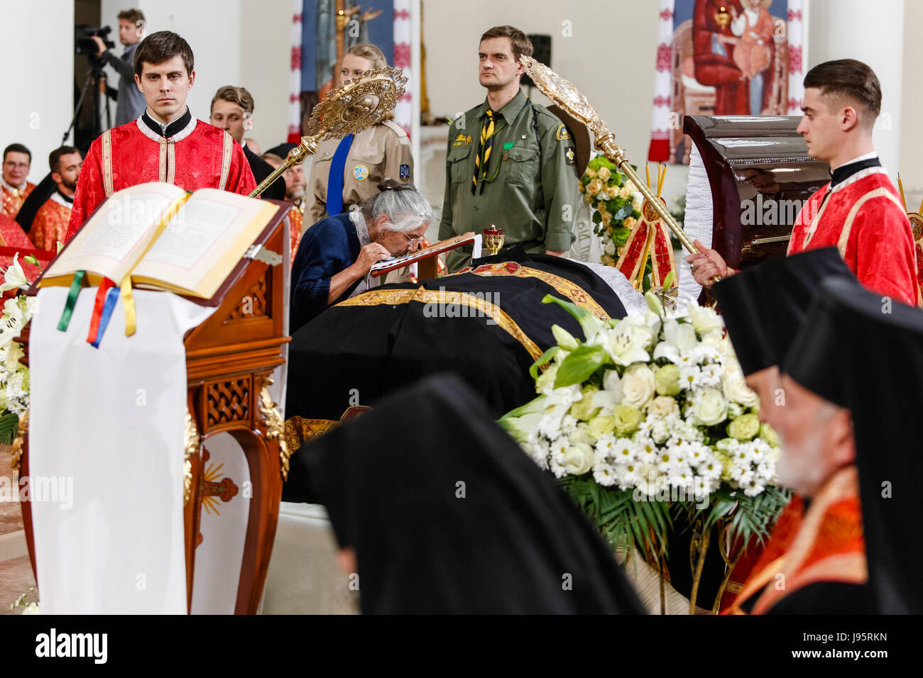 Kiev, Ukraine. 4th Jun, 2017. Ukrainian faithful pays last respect to the former Head of the Ukrainian Greek-Catholic - Stock Image