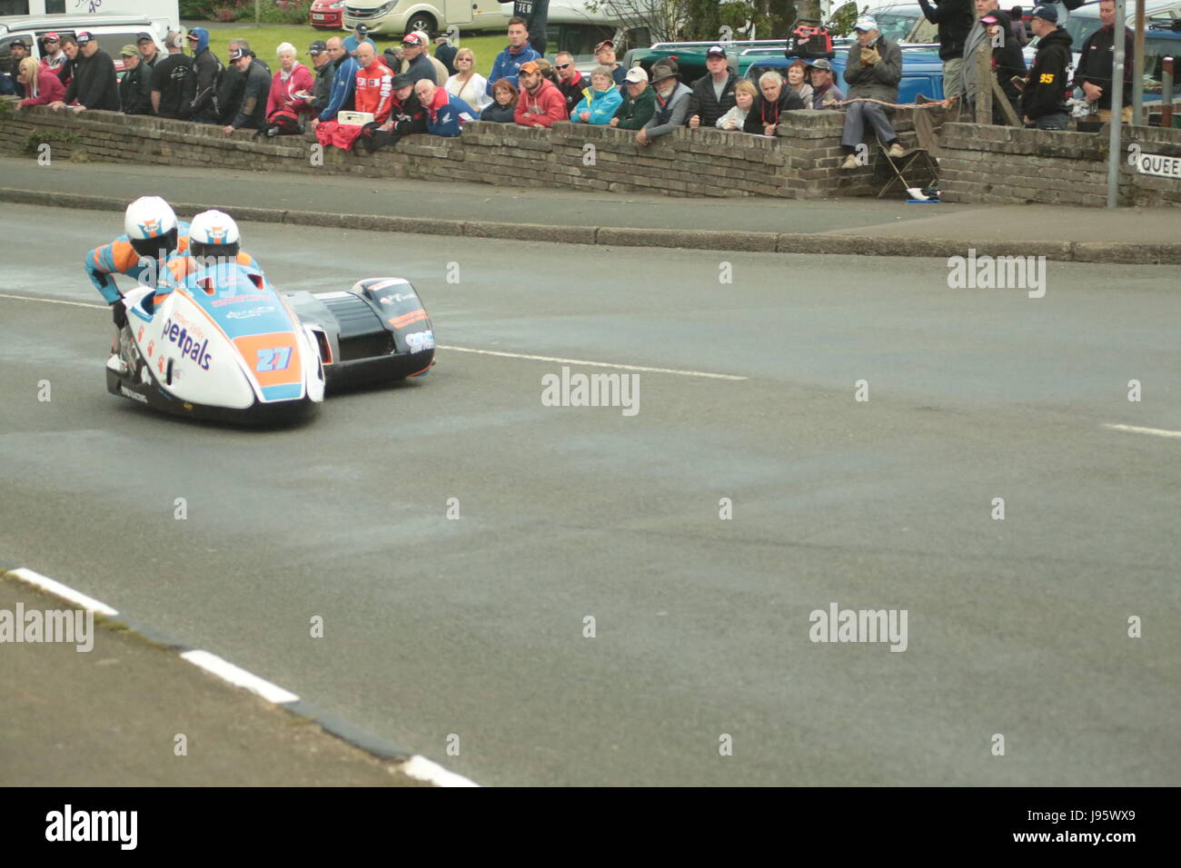 Ramsey, UK. 5th Jun, 2017. Isle of Man TT Races, Sure Sidecar Race. Number 27, Dave Wallis and Scott Hardie on their - Stock Image
