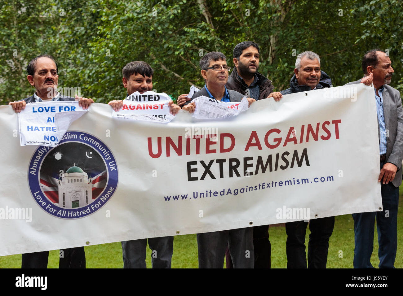 London, 5th June 2017. Representatives from the Muslim community, including many clerics, show their respect and - Stock Image