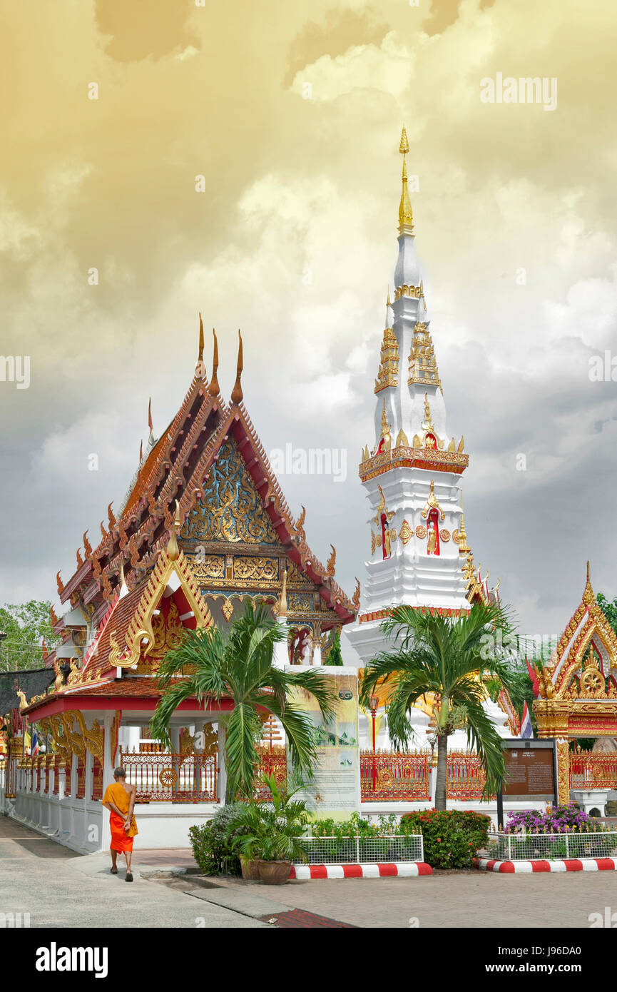 Phra That Anon, an old Thai chedi (stupa or pagoda) containing relic of Ananda at Wat Mahathat Temple in downtown - Stock Image
