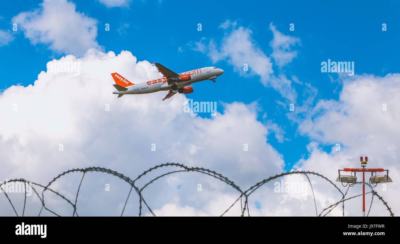 Nantes, FRANCE - April 27, 2017 ; Airbus A320-214 of EasyJet registered HB-JXC flying above Nantes Atlantique Airport Stock Photo