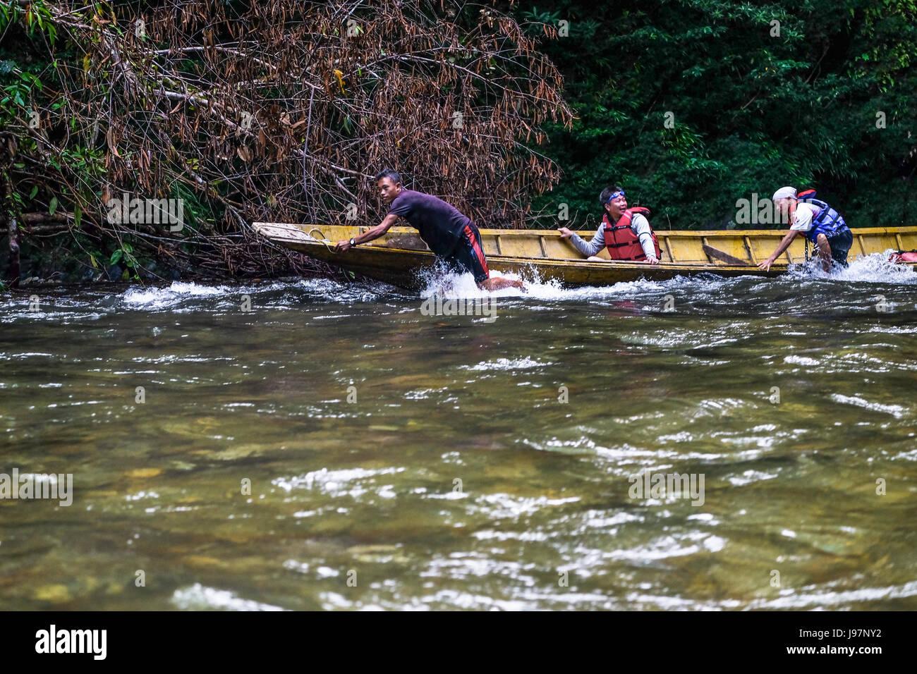 Manoeuvring through the wild river of Kalimantan Borneo. - Stock Image