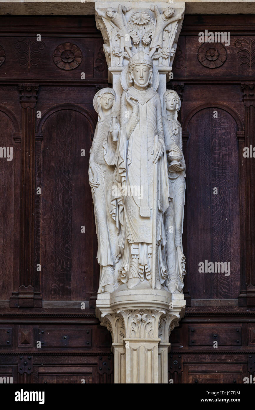 France, Saone et Loire, Autun, Saint Lazare Cathedral, portal and the pier of the gate, Saint Lazarus and his two - Stock Image