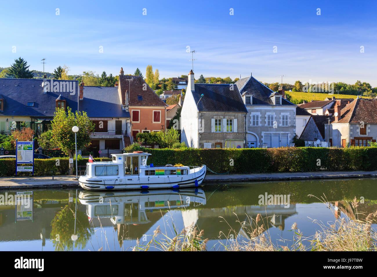 France, Cher (18), région du Berry, Ménétréol-sous-Sancerre, le petit port de plaisance sur - Stock Image