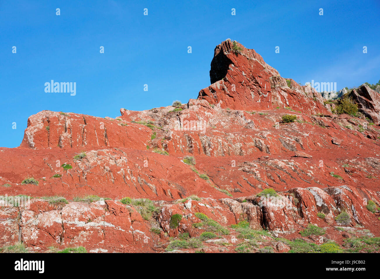 RED OUTCROP IN A REMOTE LOCATION IN THE FRENCH RIVIERA'S BACKCOUNTRY. L'Illion, Beuil, Alpes-Maritimes, - Stock Image