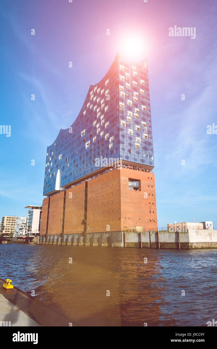 HAMBURG, GERMANY - May 28, 2017: The concert hall Elbphilharmonie with Sunflares above - Stock Image