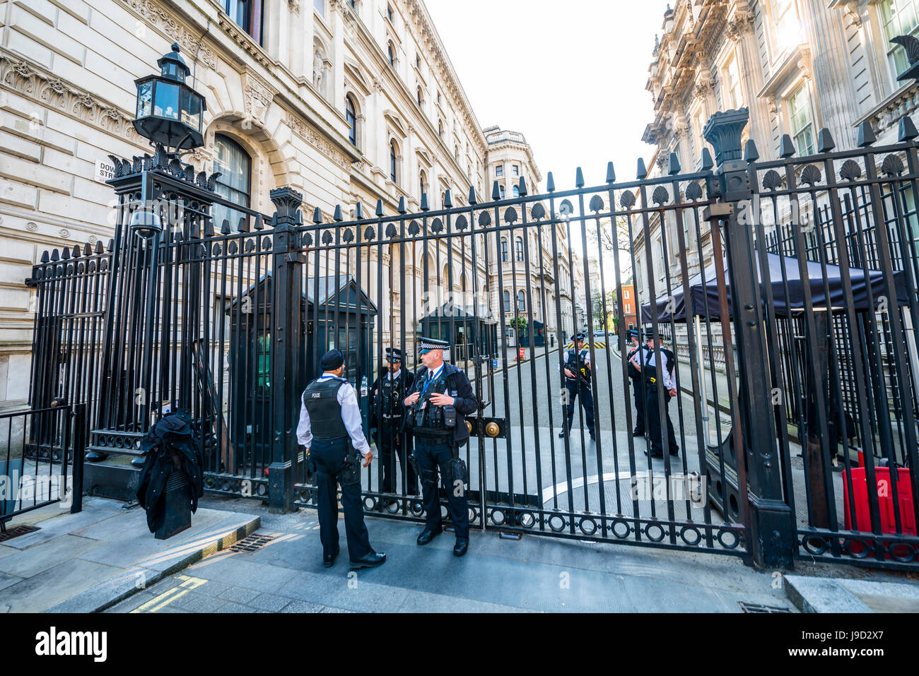 Barricade and police at the entrance to Downing Street, government district, London, England, United Kingdom - Stock Image