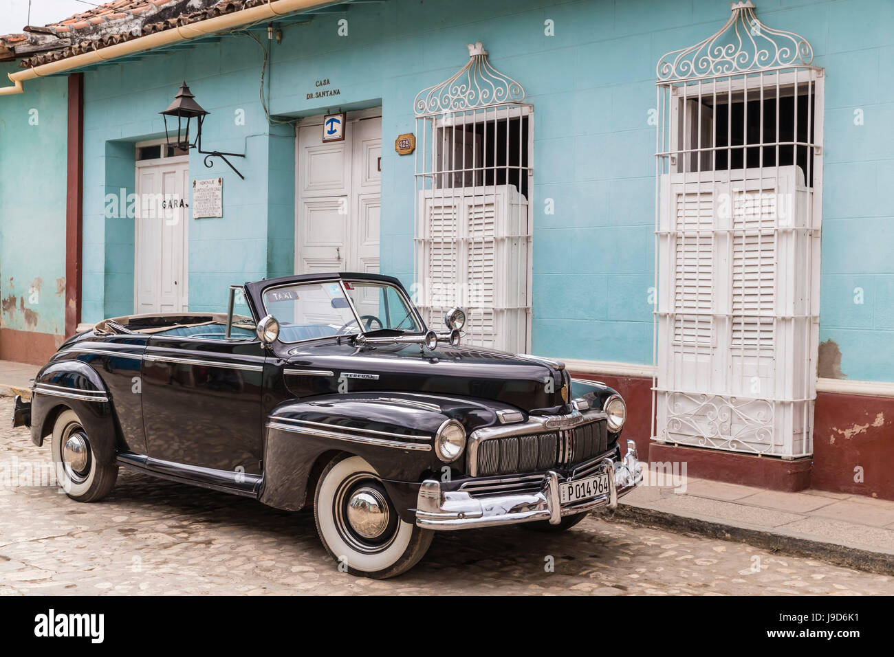 A vintage 1948 American Mercury Eight working as a taxi in the town of Trinidad, UNESCO, Cuba, West Indies, Caribbean - Stock Image