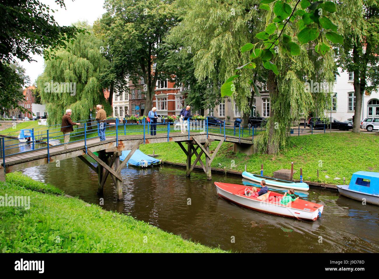 urban-canal-in-friedrichstadt-eider-schleswig-holstein-germany-europe-J9D78D.jpg
