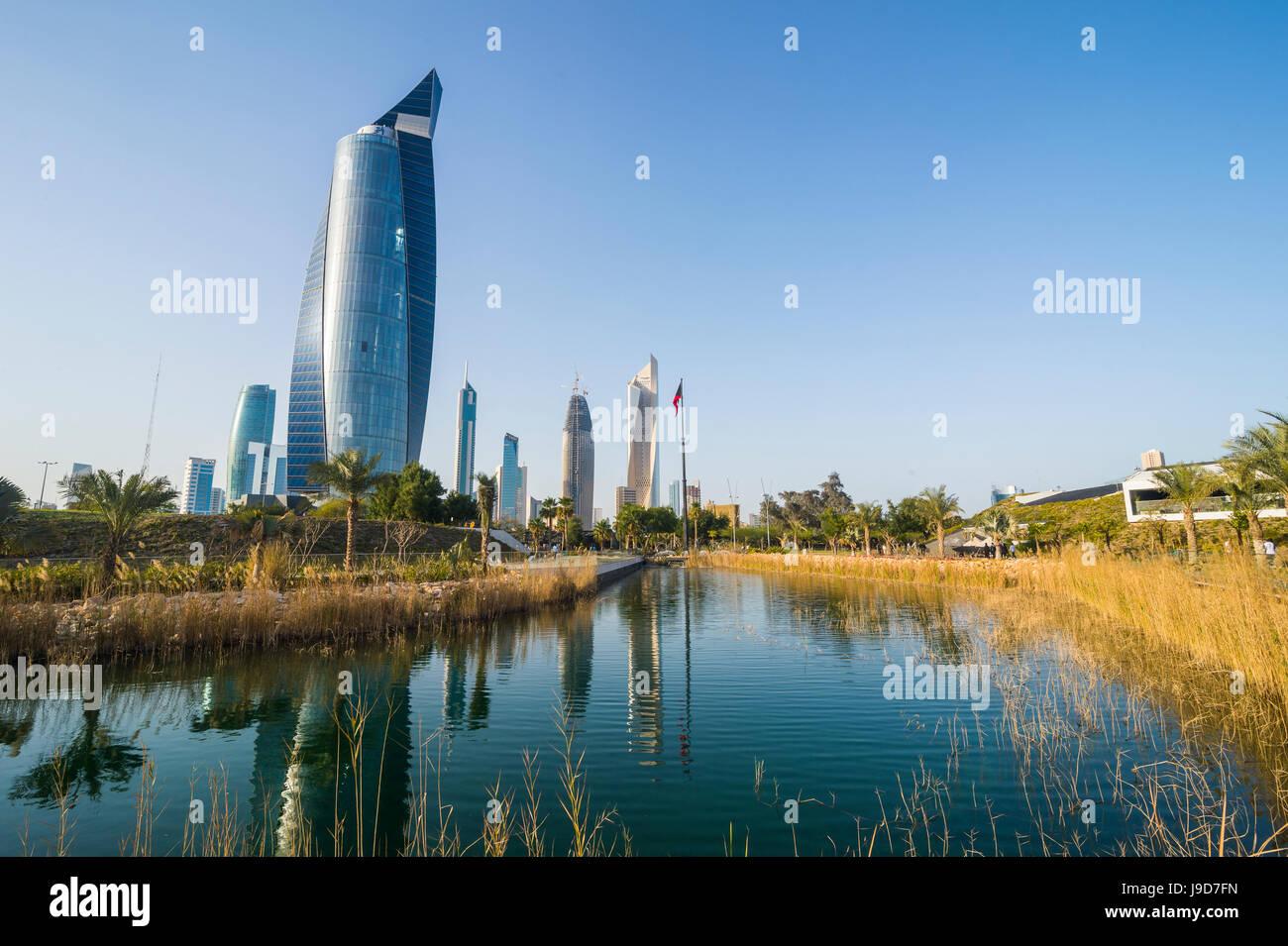 Al Hamra tower and the Al Shaheed Park, Kuwait City, Kuwait, Middle East - Stock Image