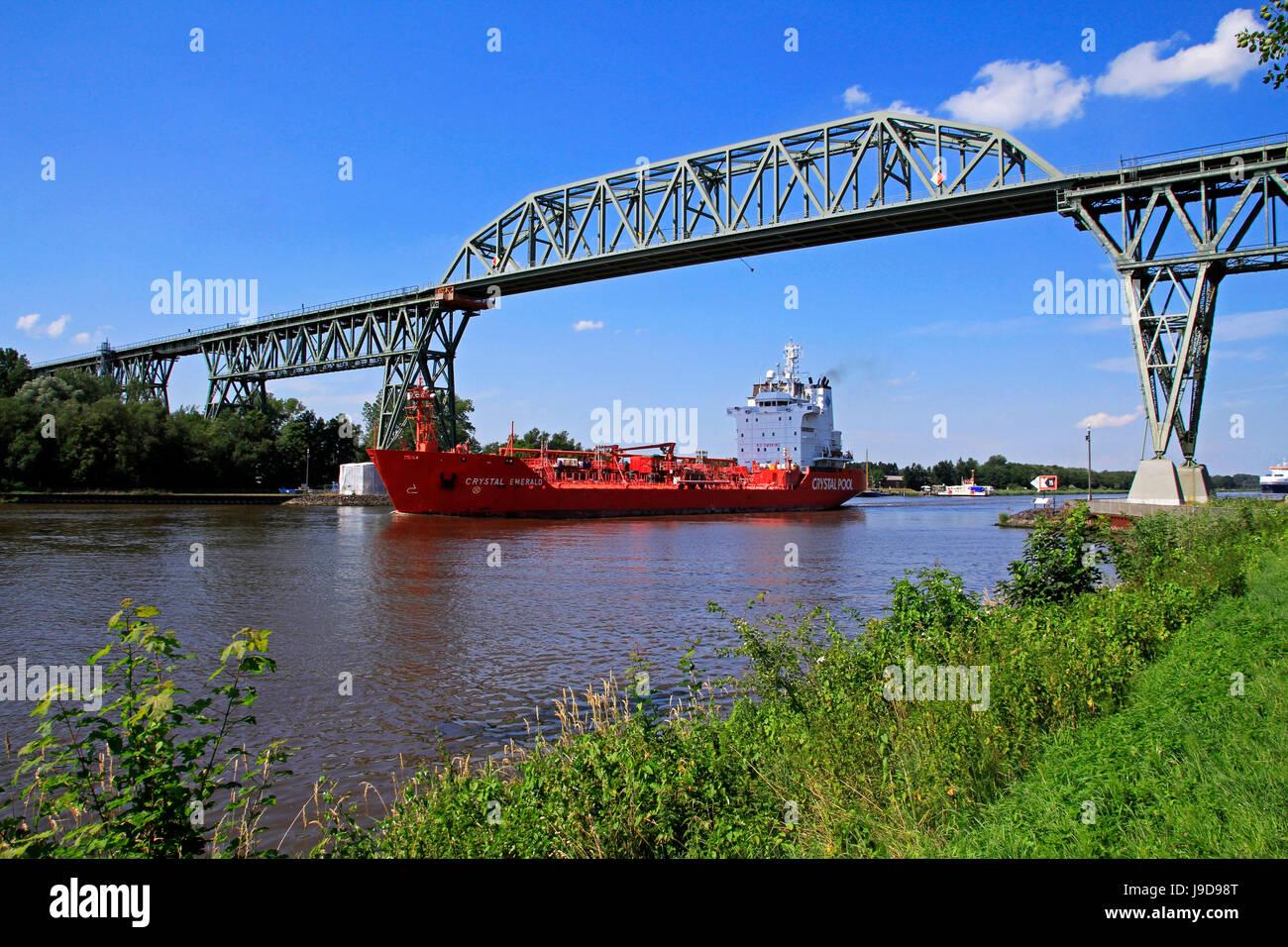 Ship on Kiel Canal going under the Railway Bridge of Hochdonn, Dithmarschen, Schleswig-Holstein, Germany, Europe - Stock Image