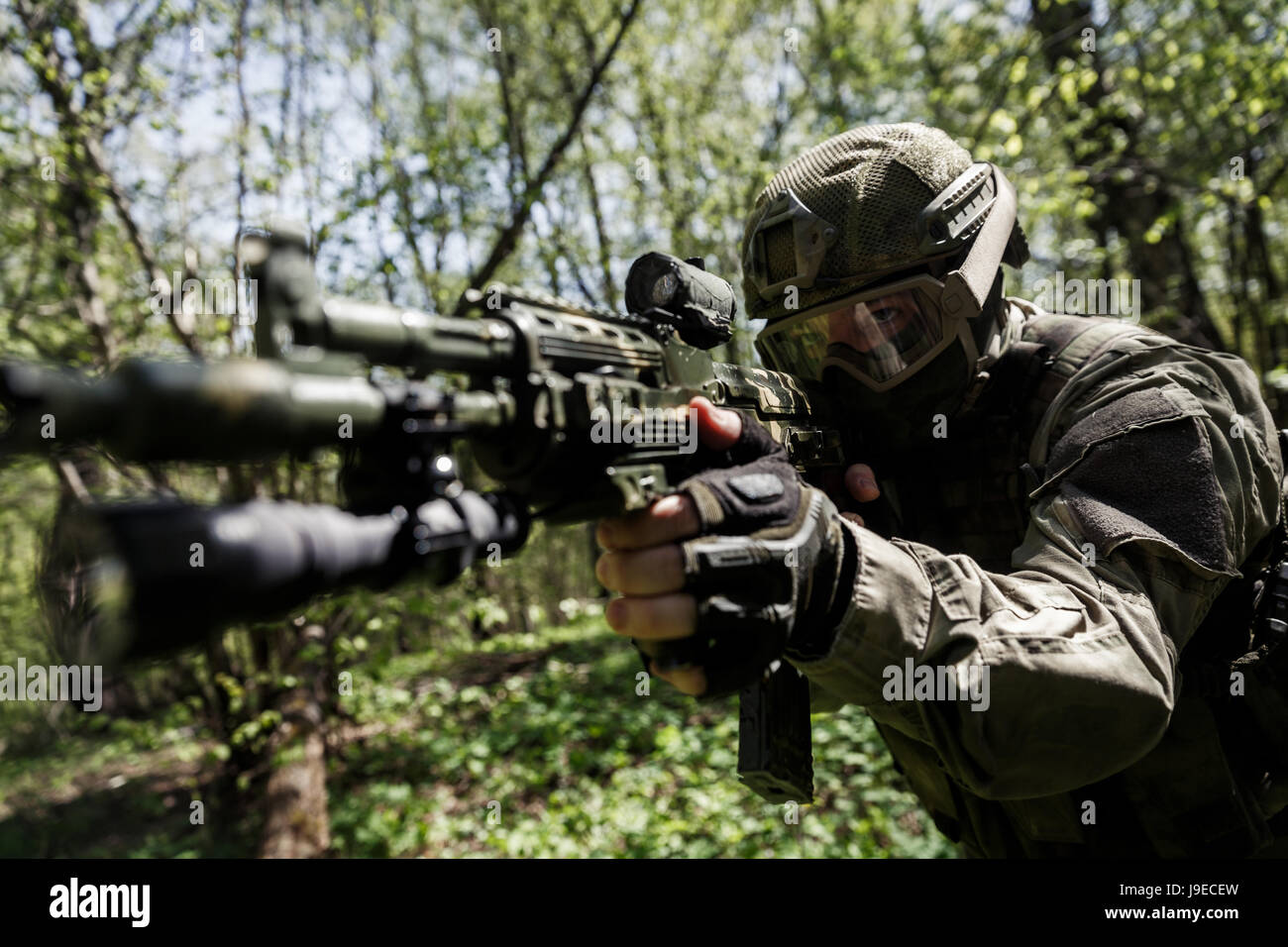 Soldier with aiming submachine gun - Stock Image