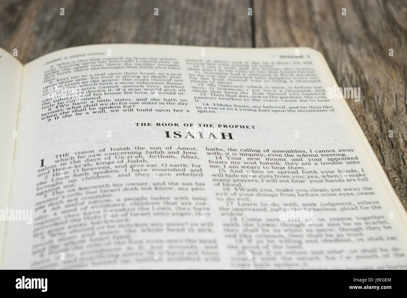 Title page for the book of Isaiah in the Bible – King James Version - Stock Image