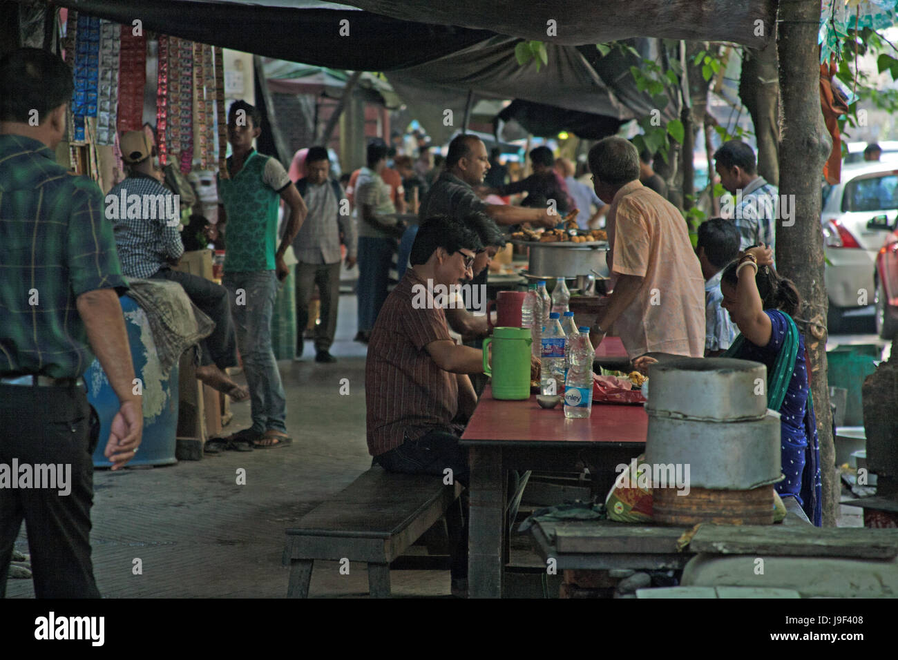 People eating street food on a street in central Kolkata - Calcutta -West Bengal India - Stock Image