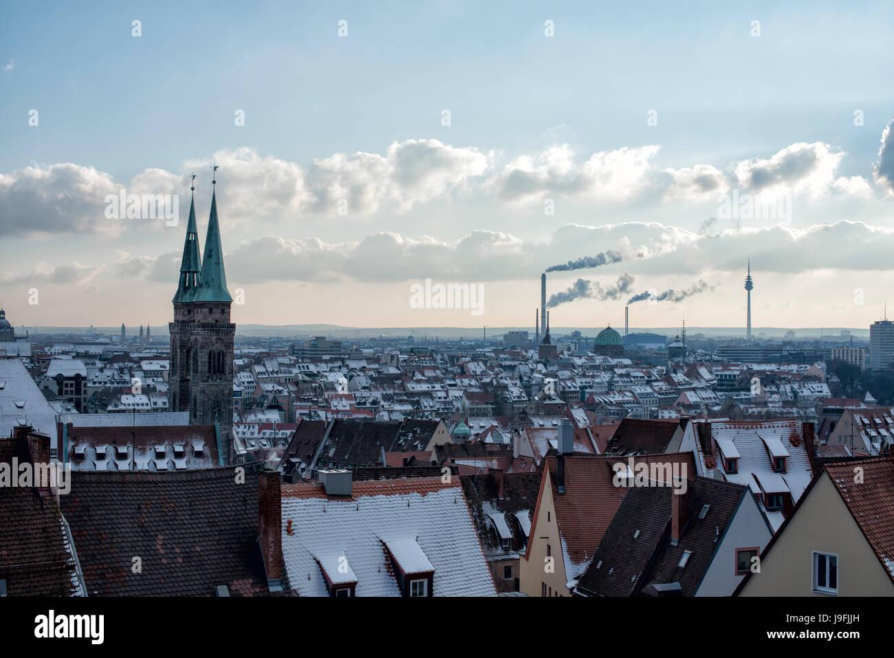 Blick von der Nürnberger Burg auf die Skyline von Nürnberg. View from Nuremberg Castle, Bavaria, Germany - Stock Image