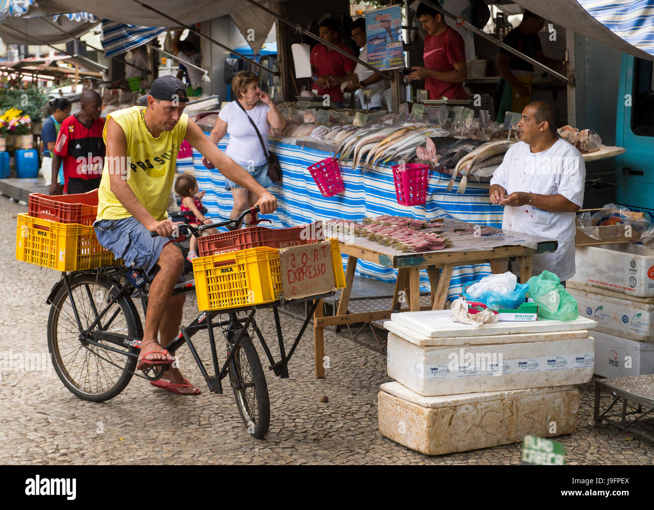 RIO DE JANEIRO - JANUARY 31, 2017: Customers shop at the fish market, an outdoor stall in the weekly farmers market - Stock Image